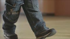 Kid walk Stock Footage