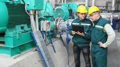 Industrial workers, teamwork Stock Footage