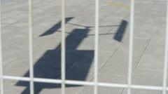 Shadow tuuli aurinko turbiini ja uutta voimaa energiaa. Arkistovideo