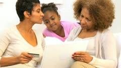 Afrikkalainen Amerikan Generations Online Shopping Arkistovideo
