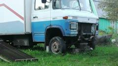 Vanha ruosteinen truck car yksityiskohta lähikuva shot Arkistovideo