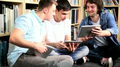 Kollegat sosiaalisen verkostoitumisen tabletti Arkistovideo