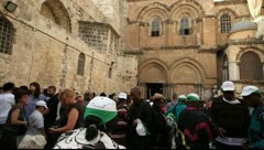 Church of the Holy Sepulchre in Jerusalem on Great Saturday Stock Footage