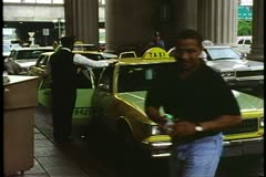 Philadelphia's 30th Street Station, cabs and people at entrance under portico Stock Footage