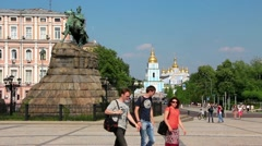 Monument to Bogdan Khmelnitsky on Sofiyskaya square in Kiev, Ukraine Stock Footage