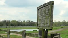 Wolvercote Common Wooden Signpost, Oxford, England Stock Footage