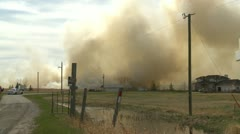 Grassfire, heavy smoke home evacuate Stock Footage