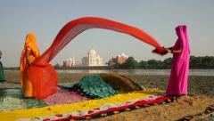 Kuivaus Saris, Taj Mahal, Agra, Intia (malli julkaistiin) Arkistovideo