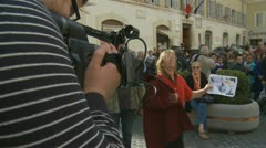 Italian lady protests outside Presidenza del Consiglio, Rome (1) Stock Footage