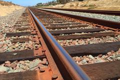 Rautatiet alhainen näkökulmasta Kuvituskuvat