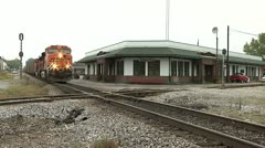 BNSF TRAIN PASSES CORINTH DEPOT Stock Footage