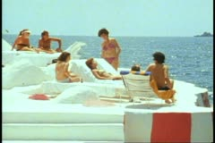Acapulco, Las Brisas Hotel, beach club, medium shot Stock Footage