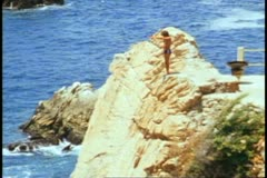 A seacliff diver a tAcapulco, Mexico Stock Footage