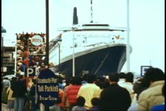 QE2 at Yokohama harbor, thousands of people in line to view ship, gray, wide Stock Footage