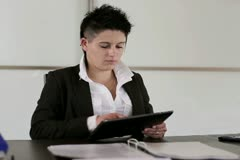 Young punk businesswoman with tablet computer in the office Stock Footage