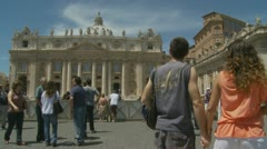 Italian man talks to American girlfriend, St Peters Stock Footage