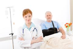 Hospital - doctor patient broken arm Stock Photos