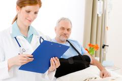 Hospital - doctor examine patient broken arm Stock Photos