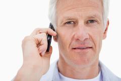 Aikuinen mies puhelun Kuvituskuvat