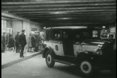 Cars unloading passengers at Grand Central Station Stock Footage