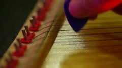 Pelissä harppu pick jouset string instrumnet Arkistovideo