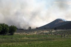 Wildfire yli pellot maaseudulle Kuvituskuvat