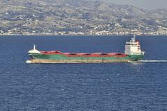 Välimeri rahtilaiva Messini Sisilia Italia Kuvituskuvat