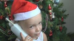 Lapsi puhuu puhelimessa Santa Claus Christmas Tree Arkistovideo