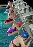 Uimarit valmistautuu aloittaa kilpailun Kuvituskuvat