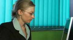 Business woman stressed at her desk, corporate, office, callphone Stock Footage