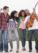 Ystäviä kitaransoiton Kuvituskuvat