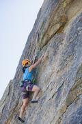 Japanilainen nainen kalliokiipeilyä Kuvituskuvat