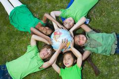 Lasten makaavan ruoho noin maailmaa Kuvituskuvat