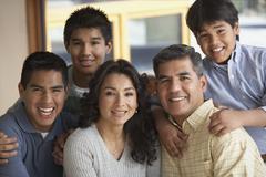Muotokuva latinalaisamerikkalainen perheen Kuvituskuvat