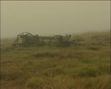 1820 settler ox wagon with a misty background. Stock Footage