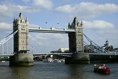 Timelapse of boat traffic at the london bridge Stock Footage