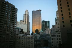 Viivästys elokuva New Yorkin horisonttiin auringon noustessa ja auringonvalo osuu Arkistovideo