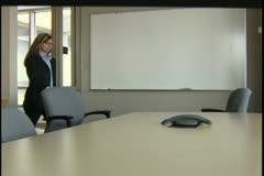 Liikenainen ja liikemies kokoushuone Arkistovideo