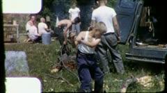 Pilkkominen puun sudenpentu campout 1960 (Vintage Retro Film Home Movie) 3174 Arkistovideo