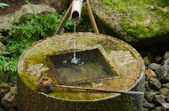 Perinteinen tsukubai Japanissa Kuvituskuvat