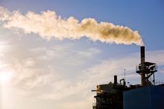 Tehtaan voimalaitoksen tupakointi Kuvituskuvat