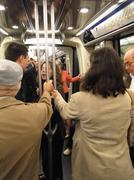 Matkustajia ratsastaa maanalainen metron .. Kuvituskuvat