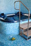 Sisätiloissa kylpytynnyri kylpylä Kuvituskuvat