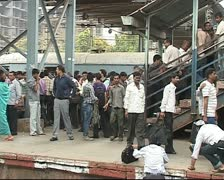 Mumbai crowded train Stock Footage