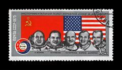 Ussr-circa 1975:stamp shows astronauts from apollo-soyuz test project Stock Photos