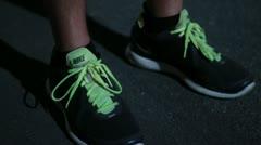 pies corriendo - stock footage