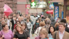 The people crowd in the city, EXTRA STRONG ZOOM Stock Footage