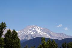 Mount shasta late summer sky trees blue Stock Photos