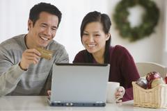 Aasian pari ostoksia verkossa Kuvituskuvat