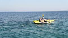Friend, kayak & seaside Stock Footage